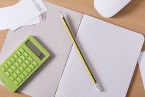鉛筆とメモ帳と計算機
